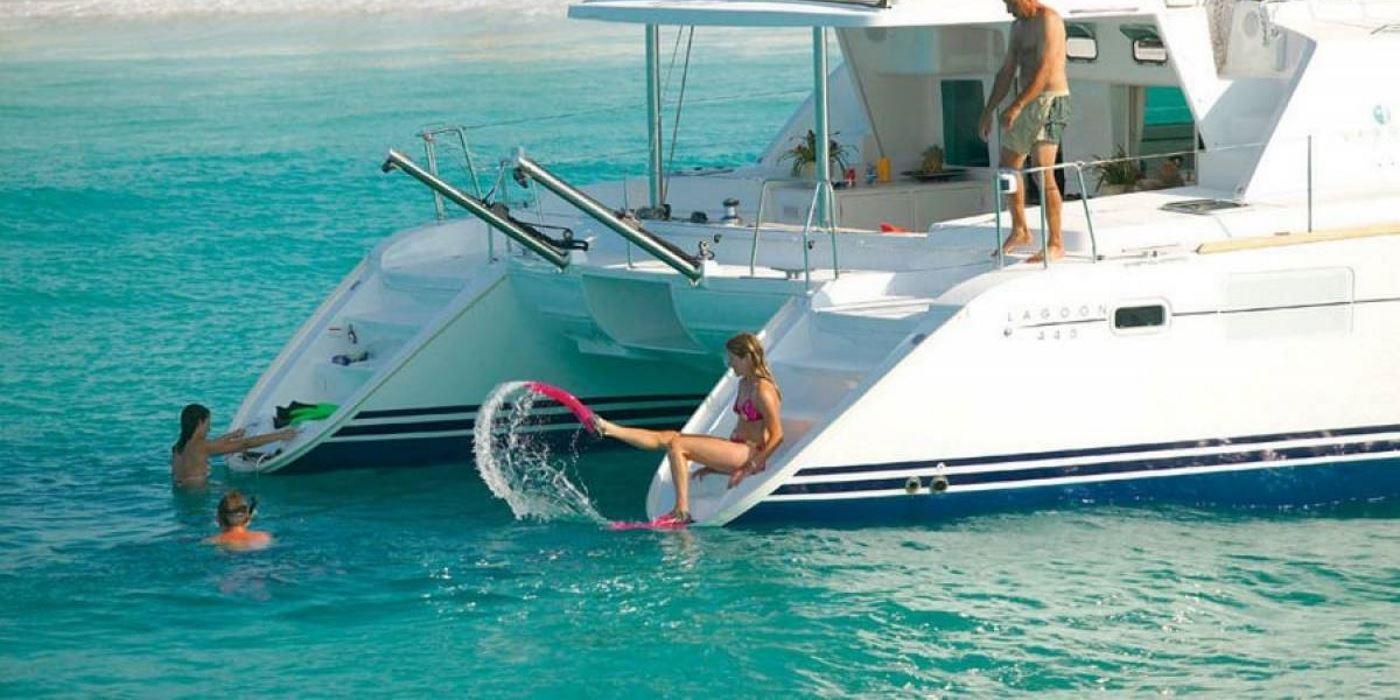 barcos malaga fiestas eventos despedidas catamaran