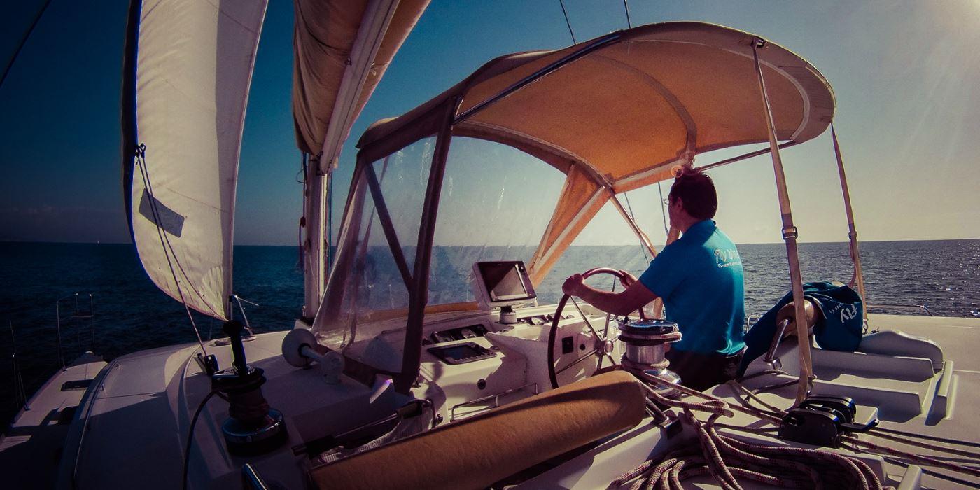 malaga catamaran alquilar barco fiestas